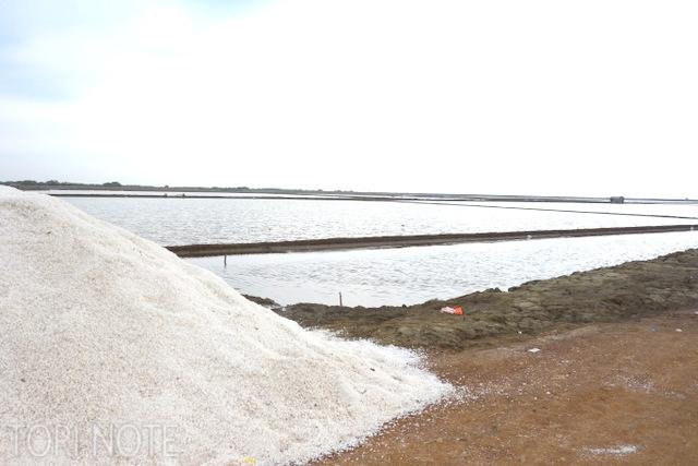 積んである塩。塩田というものを初めて見た